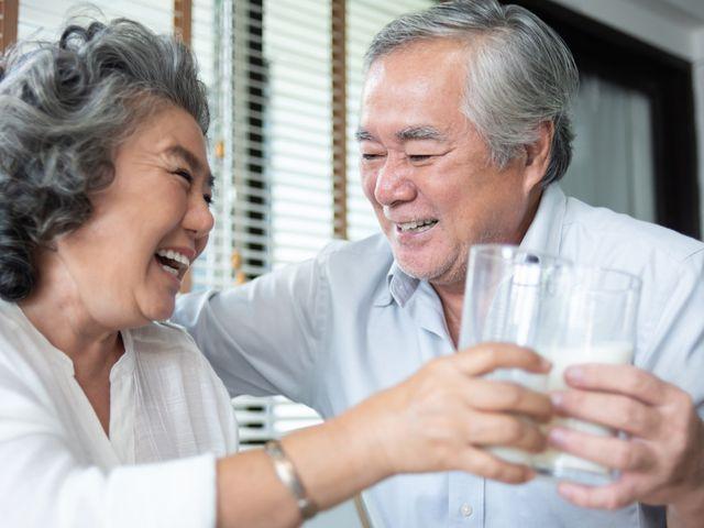 Susu untuk Orang Tua Terbaik dan Manfaatnya